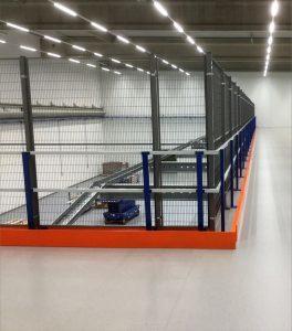 Geländerkonstruktion-Lagerbuhne-gitterwand-orange-NoordrekGmbH