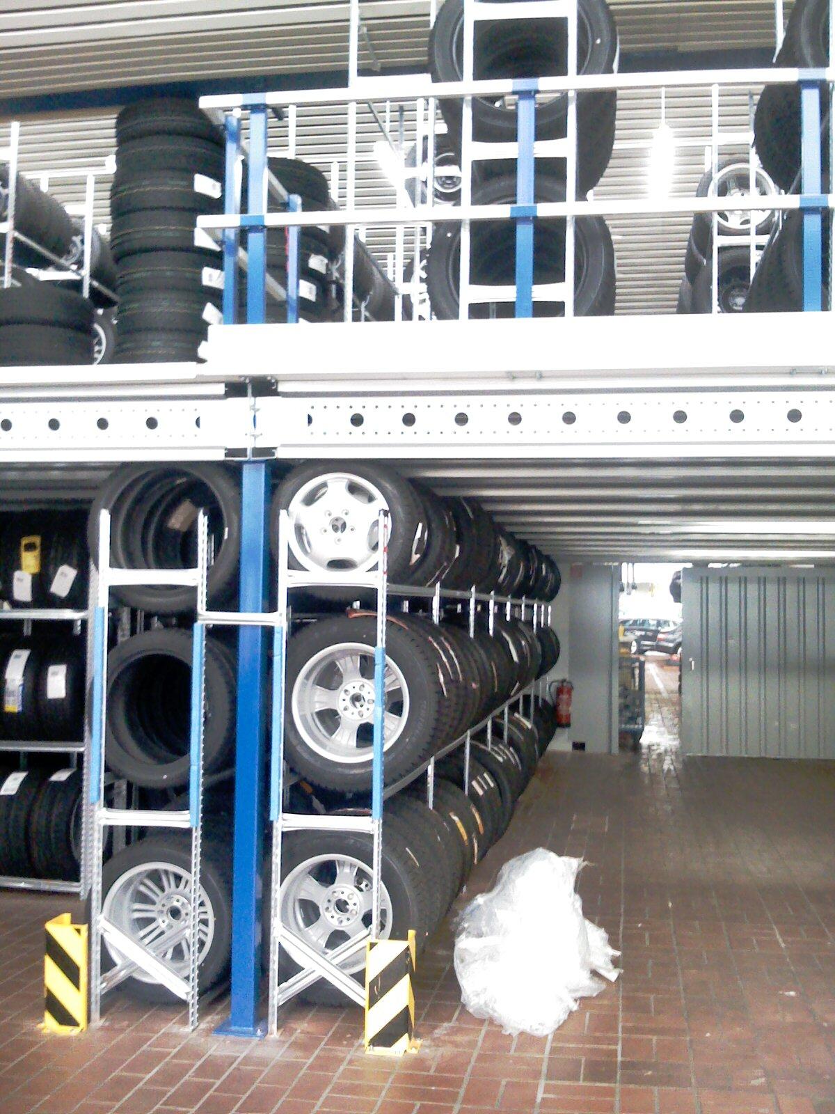 Lagerbühne konstruktion mit Metalsistem Stahlregale